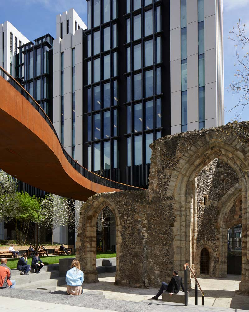 The ruins, highwalk and façade of 1 London Wall place with people.